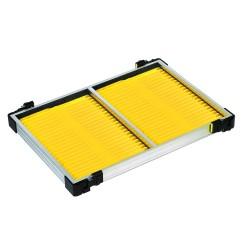 Tray met gele tuigenplank