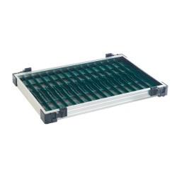 Tray met donker groene tuigenplank